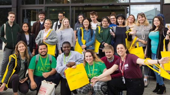 large group of FANS (Friends of Arriving New Students)